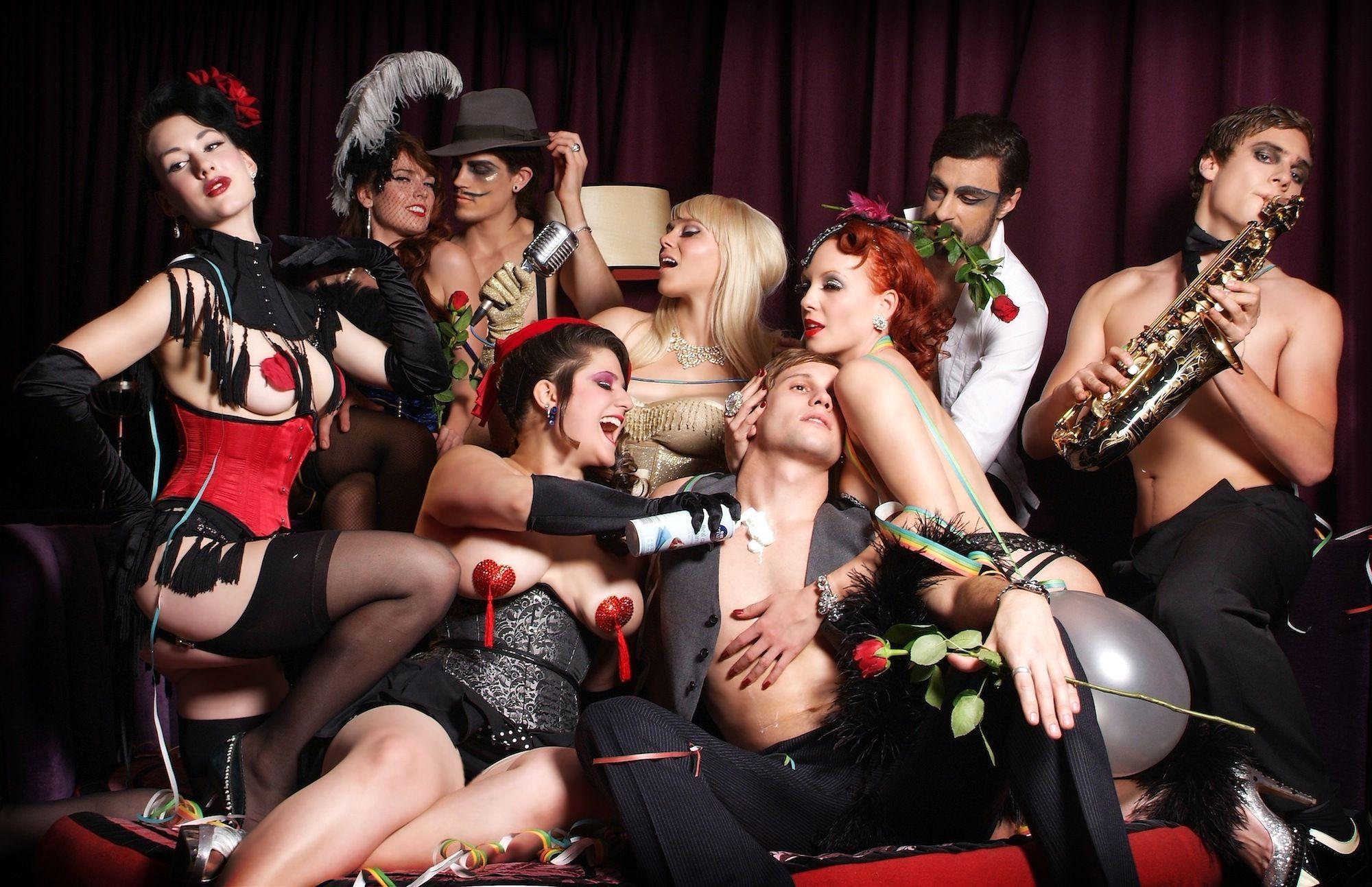 Секс вечеринка русских семейных пар — разврат или море удовольствия?